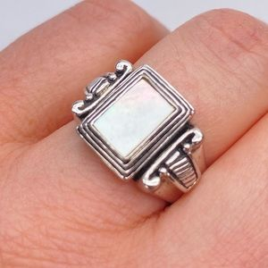 Premier Designs Mother Pearl Square Ring Size 7.5